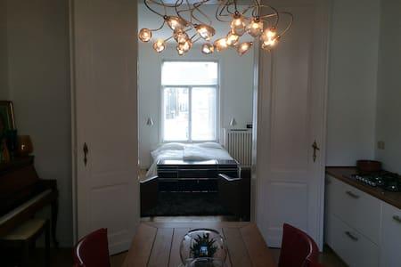 Mooi prive appartement op 2 hoog - Bruxelles - Lejlighed