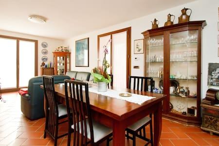 Camera di Alessandra, stanza matrimoniale/ doppia - San Pier D'isonzo - Bed & Breakfast