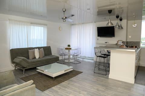 Eshae Living - Newly Refurbed Sea View Apartment!