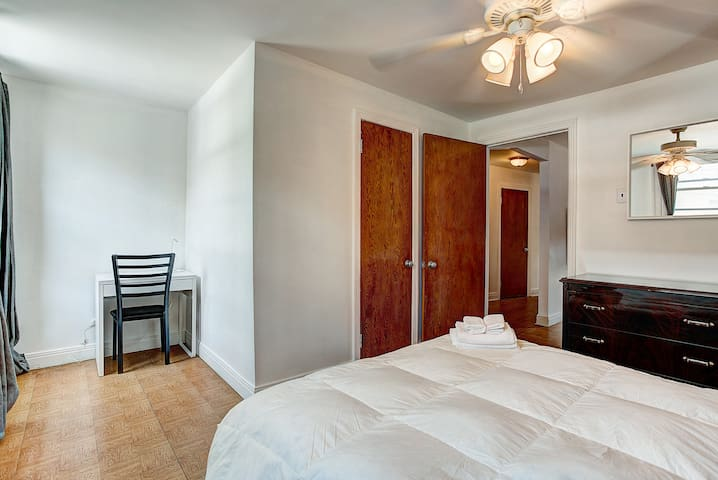 Chic 1BR Minutes from Downtown Old Montreal