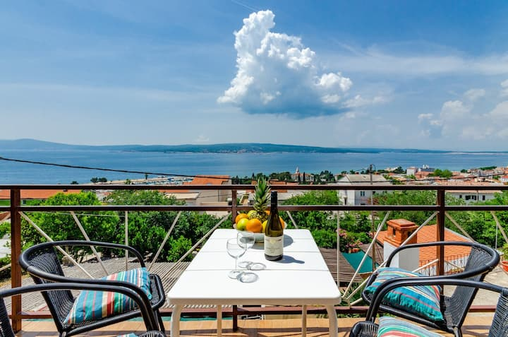 Apartment for 2-4 with sea view in Crikvenica
