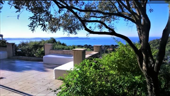Superbe villa avec piscine, vue mer exceptionnelle