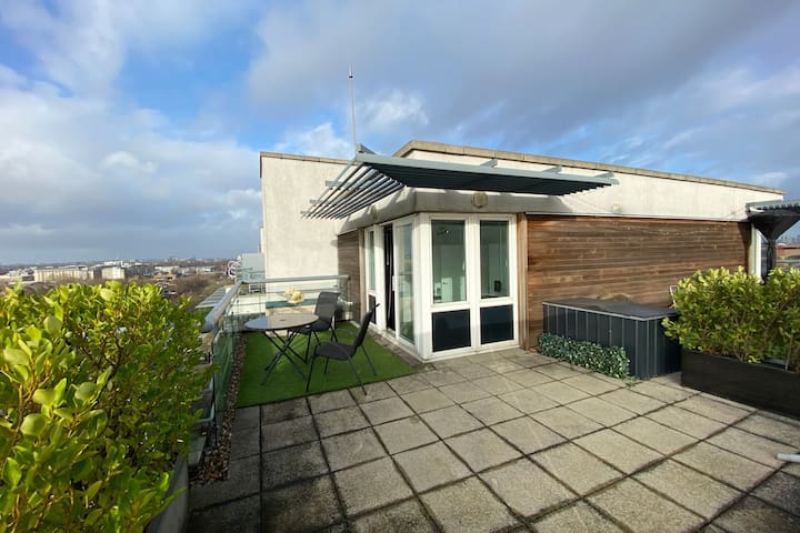 Penthouse flatlet with separate entrance & balcony