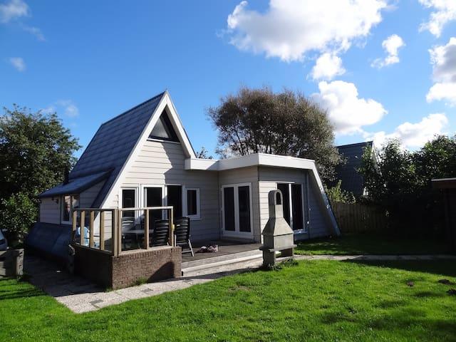 vrijstaand huis aan kust strand zee - Callantsoog