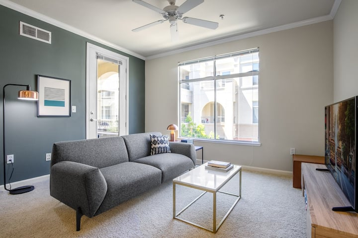 Airy San Mateo 1BR w/ Pool, Gym, Parking, BBQ, by Blueground
