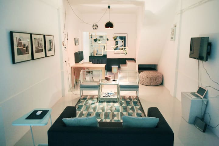 Sukhumvit Ekamai Loft House, BTS 5 minutes. - Bangkok - House