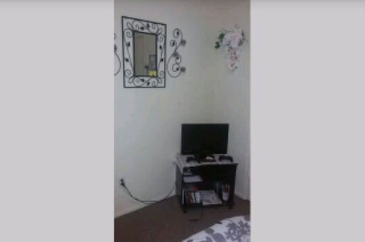 Small comfortable bedroom - Denton - Apartment