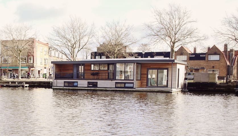 BB40 Haarlem | Sleeping on the water