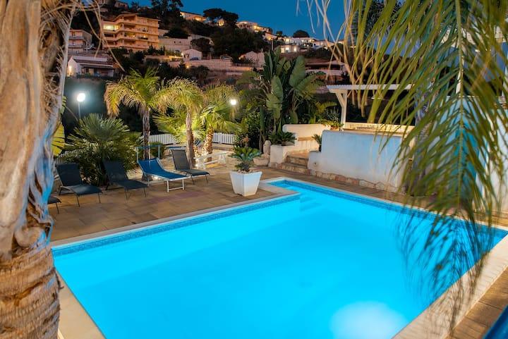 Villa con piscina 8 posti 150 mt dal mare wifi OA