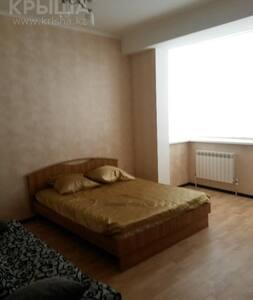 сдам 3 комнатную квартиру в центре города Актобе