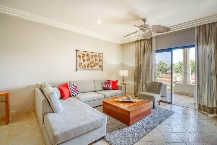Garden-level apartment w/ patio & shared pool, tennis & Ping-Pong!