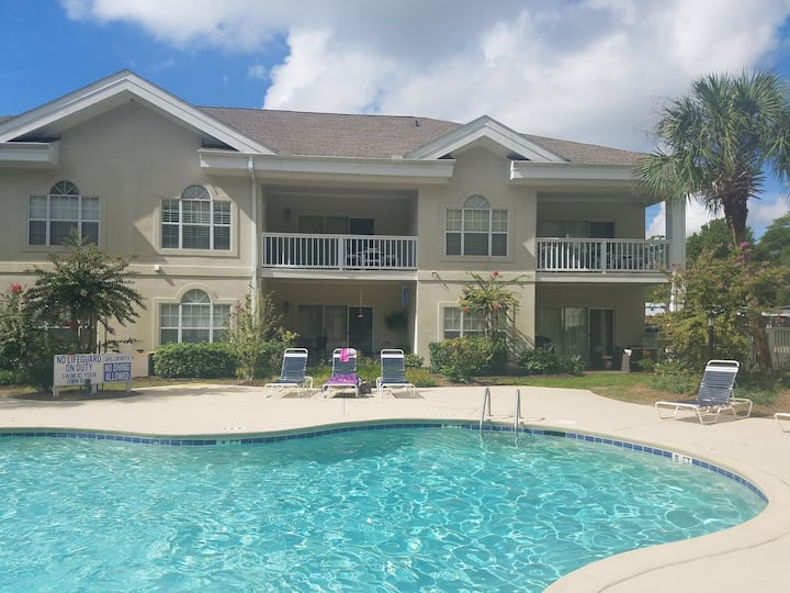 Beach, pool, mile from Tanger Outlet, restaurants.