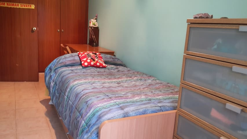 Quiet room near  Roca Village and Circuit Formul 1 - Llinars del Vallès - Apartamento