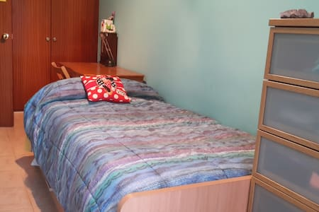 Quiet room near  Roca Village and Circuit Formul 1 - Llinars del Vallès - Apartment