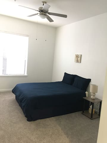 Downtown Private Room, Quiet, Prime Location!!