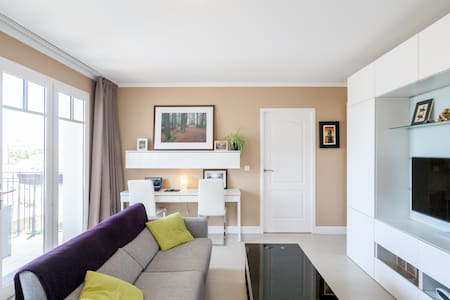 Beautiful 1BR in the Heart of Town! - Arcachon - Apartmen