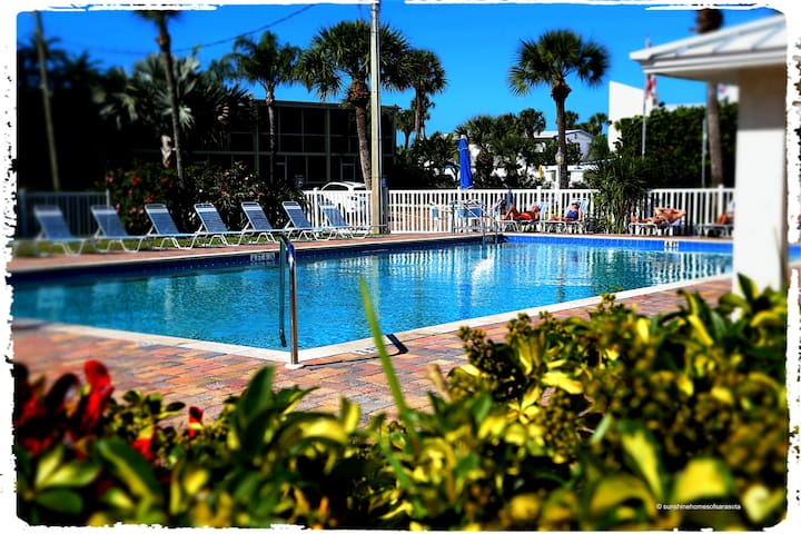 UNIT 2 AT SIESTA KEY BEACH VILLA - Sarasota - Apartment