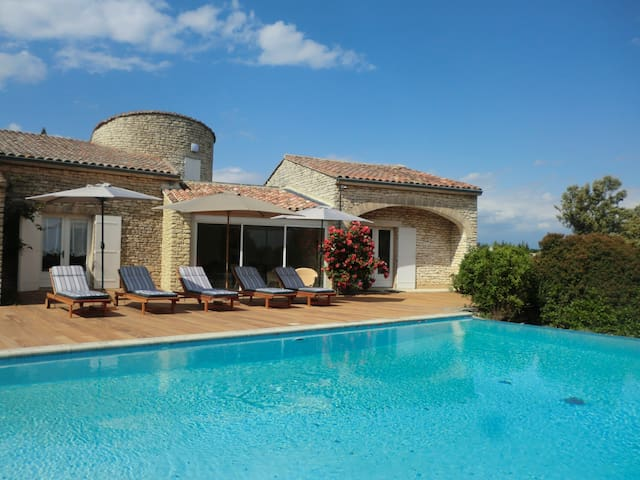 Tour de la maison superbe maison houses for rent in - Maison d en france salon de provence ...