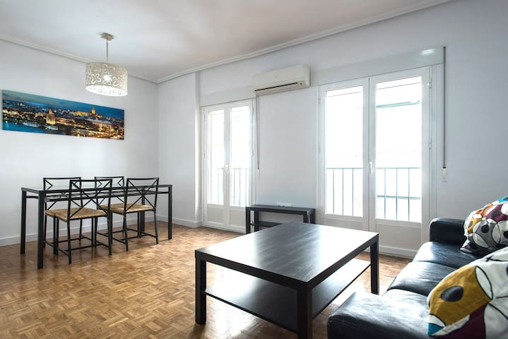 Walk to the Cathedral! 3 Bedrooms 2 Bathrooms