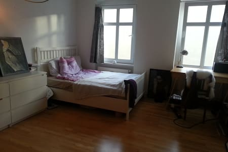 stylish room+wifi in Friedrichshain