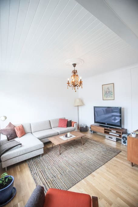 Spacious and comfortable living room, with a large TV, sound system and record player