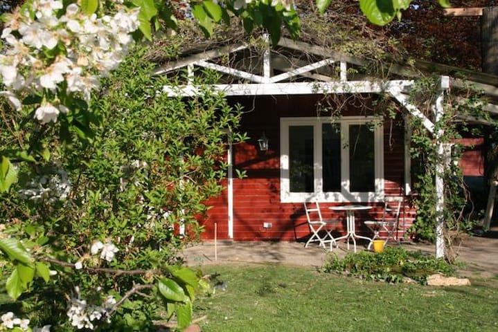 Idyllisches Schwedenhäuschen - Witten - Casa