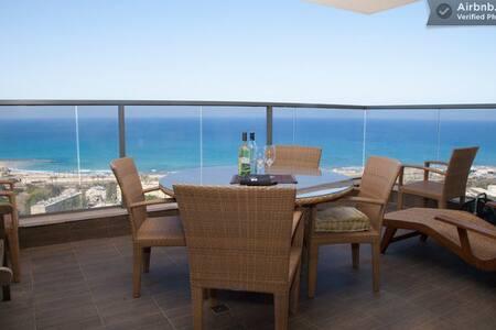Private Room, central, close beach