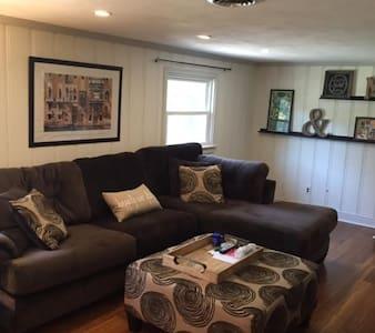 Modern Spacious Three Bedroom Home - Richmond - Ház