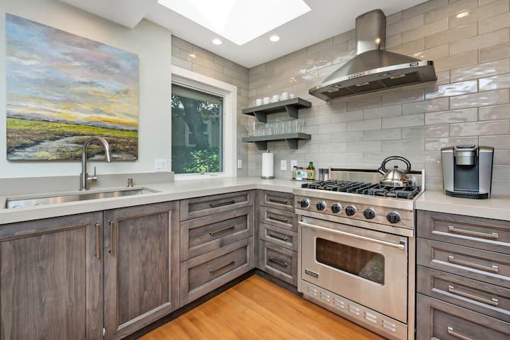 The Oxbow House - Designer 3BD/2BA Home