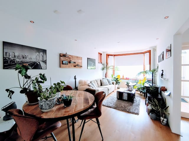 Relax in this cosy City Apartment, an Urban Jungle