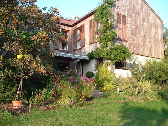 Maison chaleureuse et spacieuse - Lambach - Hus
