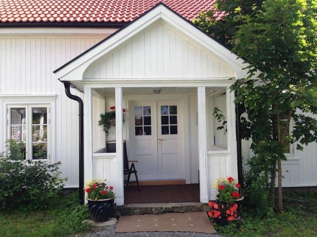 Feriebolig med flott utsikt i landlige omgivelser - Ringsaker - Byt
