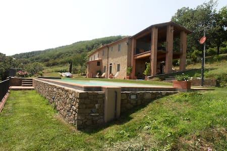 Farmstead in Tuscany - Serravalle Pistoiese