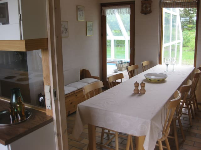 Pool hus i 2 etager, 180 m2 - Farsø - Casa