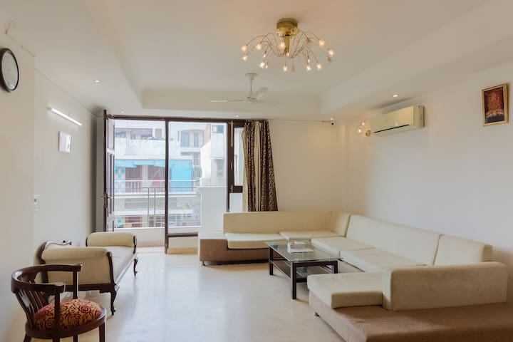 Under My Roof 4 Bedroom Apartment SF @ South Delhi