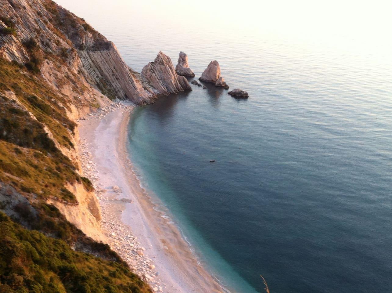 Spiaggia delle Due Sorelle all'alba