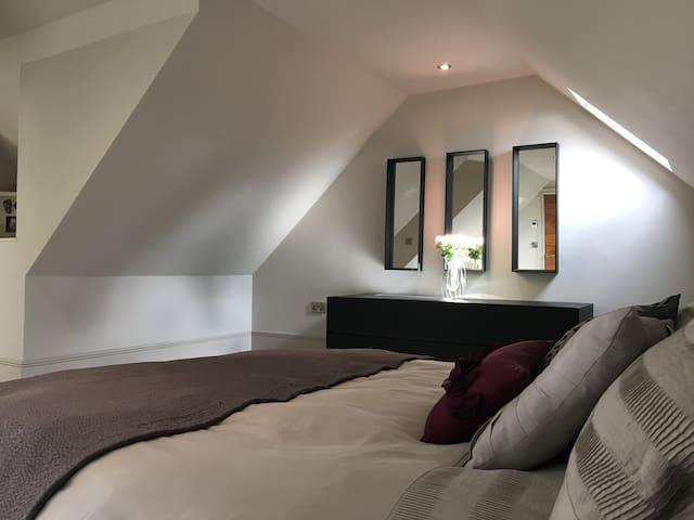 Amazing top floor en-suite high spec double room