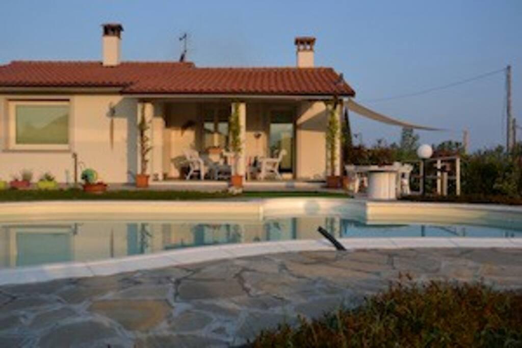 Casa moderna con piscina e giardino case in affitto a - Casa con giardino milano ...