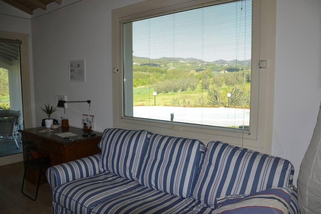 Casa moderna con piscina e giardino case in affitto a for Casa moderna milano
