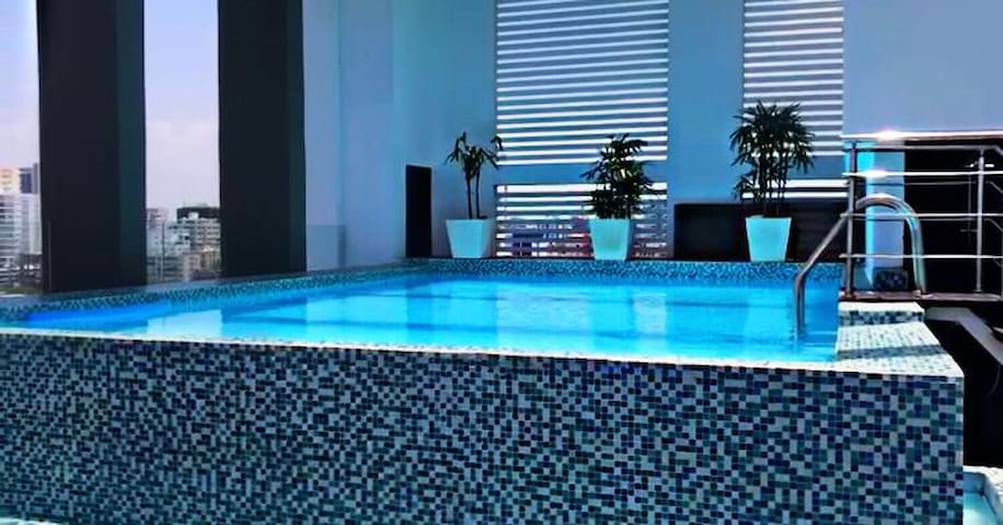 Luxurius apartment downtown pool cinema and gym