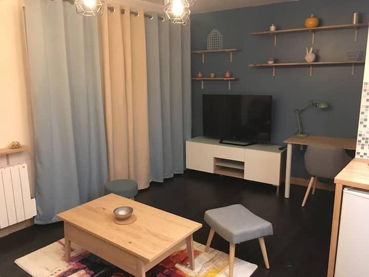 Studio moderne, chaleureux et entièrement équipé