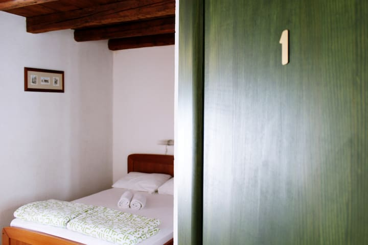 Trogir old town rooms-free parking