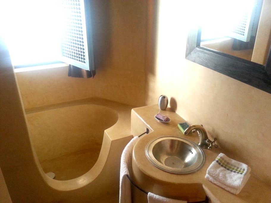 Sinbad bath and shower