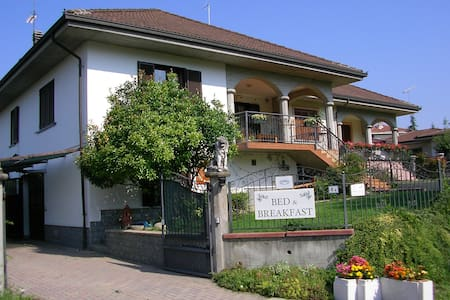 bed and breakfast Villa Romaniani - Villaromagnano - Bed & Breakfast