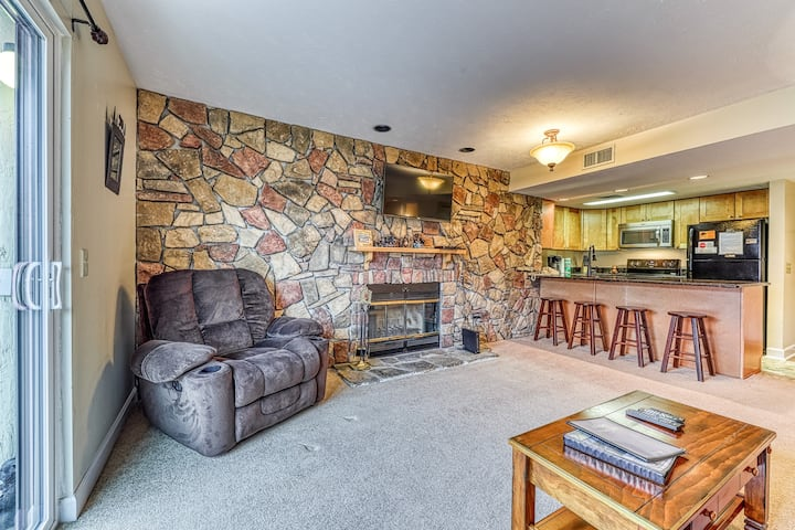 New listing! Family-friendly condo w/shared indoor pool, hot tub, & game room