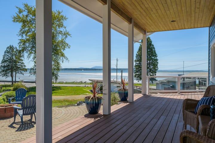 Custom Home with 180° Ocean Views and beach access