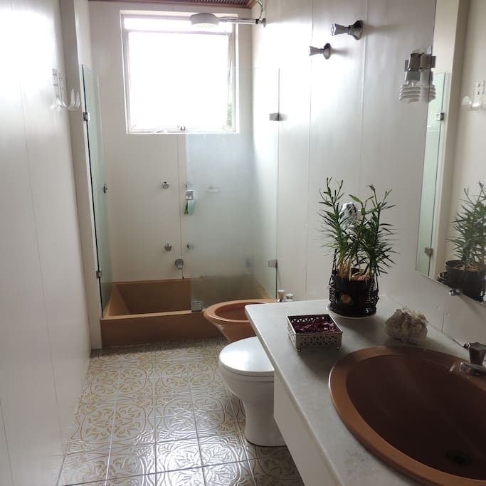 Complete bathroom with hot water