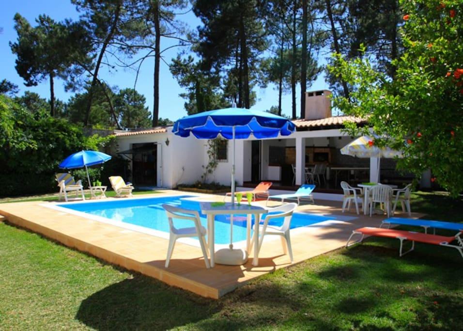 Villa avec piscine priv e et jardin maisons louer for Location maison piscine lisbonne