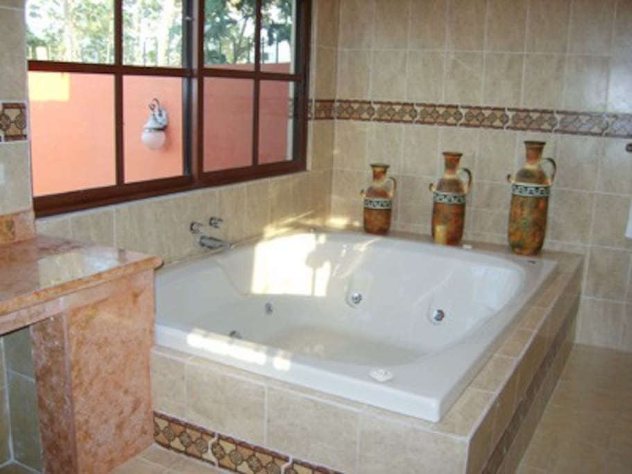 Jacuzzi tub, comfortably seats 4