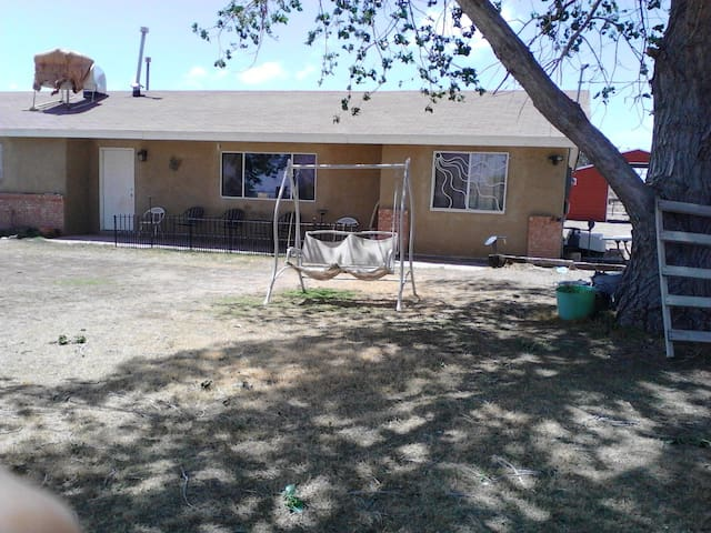 Guest room with private bathroom - Los Lunas - House